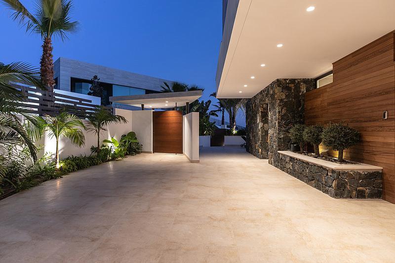 Villa - Detached