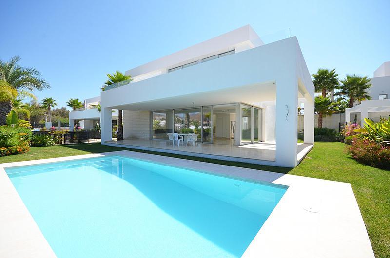 Villa - Detached in Río Real