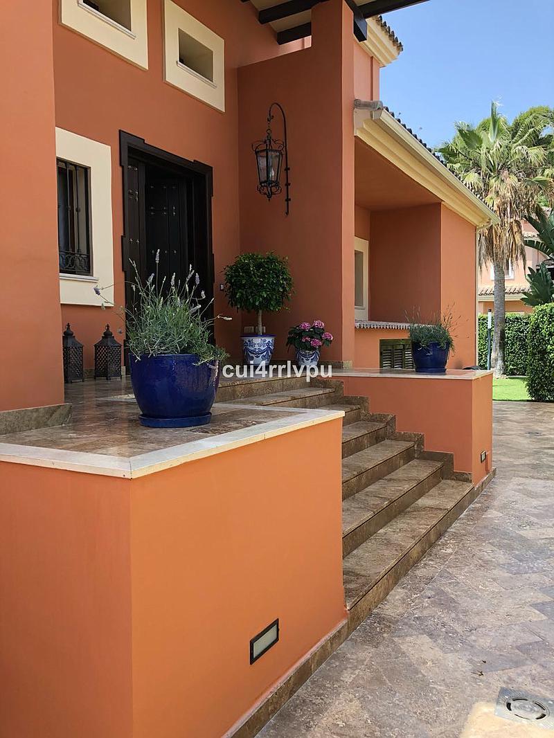 Villa - Detached in Los Monteros