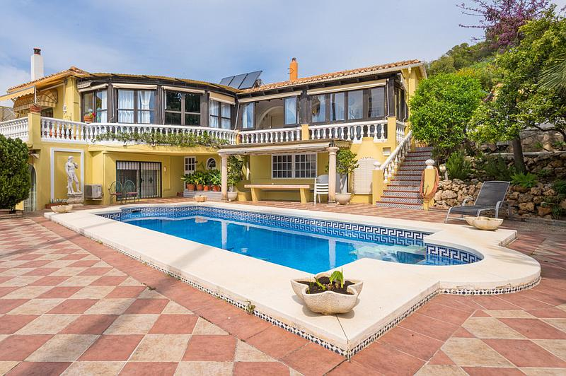 Amazing villa in Lew Hoad with 4 bedrooms and 4 bathrooms