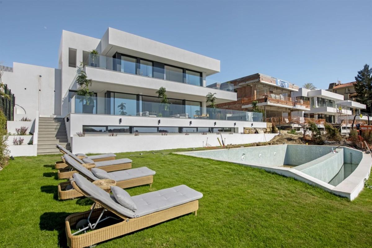 Villa - Detached in Nueva Andalucía