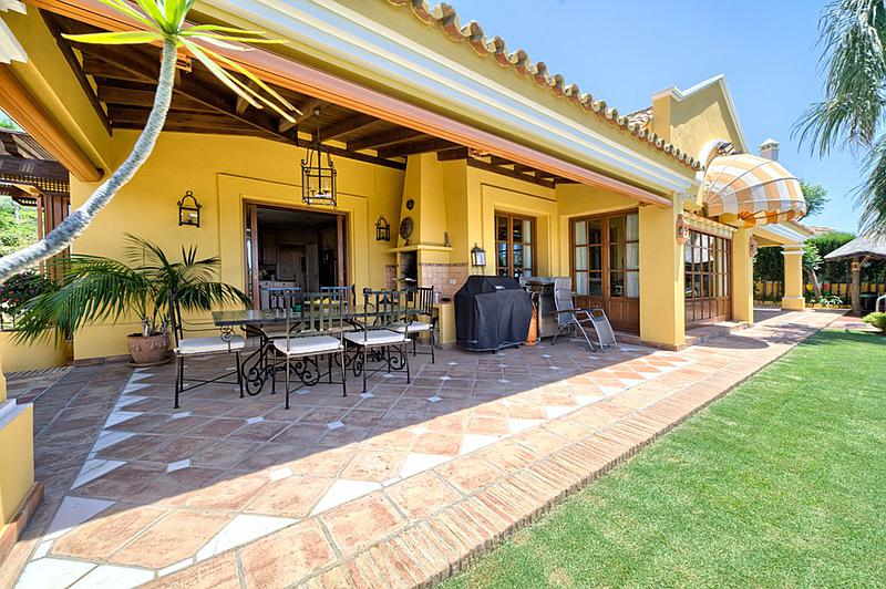 Villa - Detached