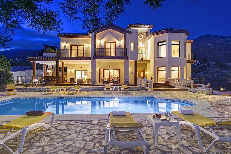 House - Detached Villa in Valtocado